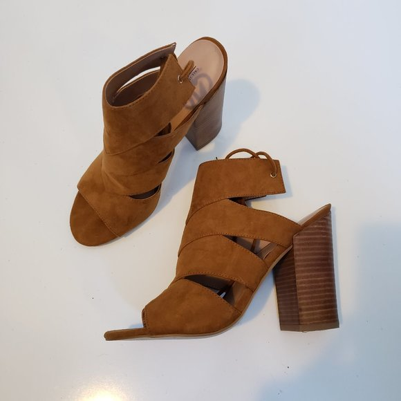 Call it Spring Camel Cutout Wooden Heel Size 8.5